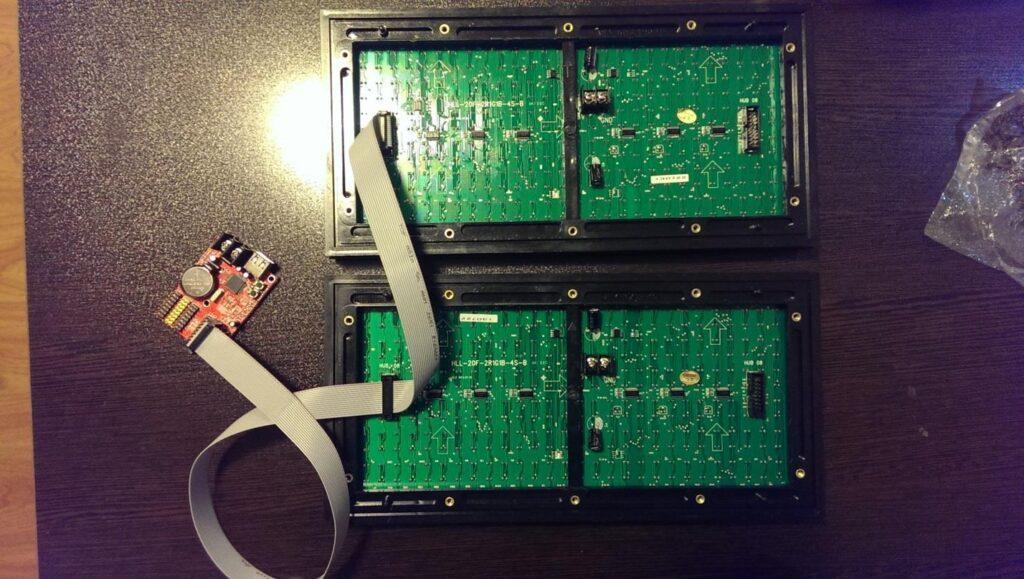 استفاده از یک کارت کنترل برای راه اندازی دو نمایشگر - 6