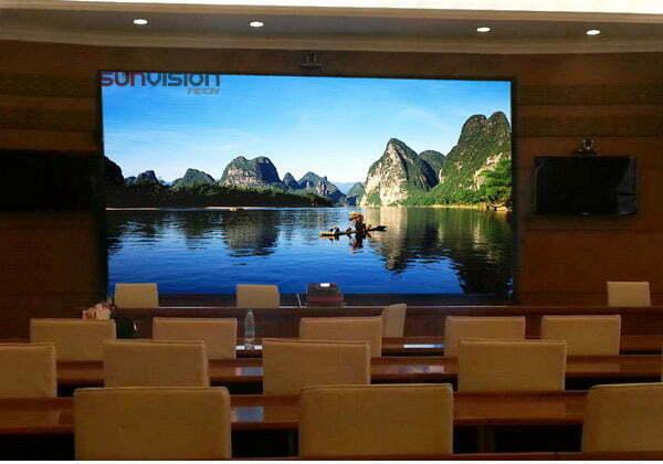 استفاده از تلویزیون رنتال در اتاق کنفرانس